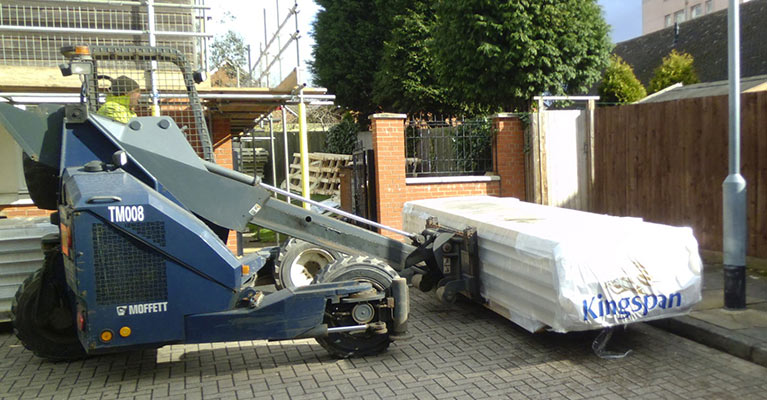 Kingspan composite panels being unloaded using the moffett lift